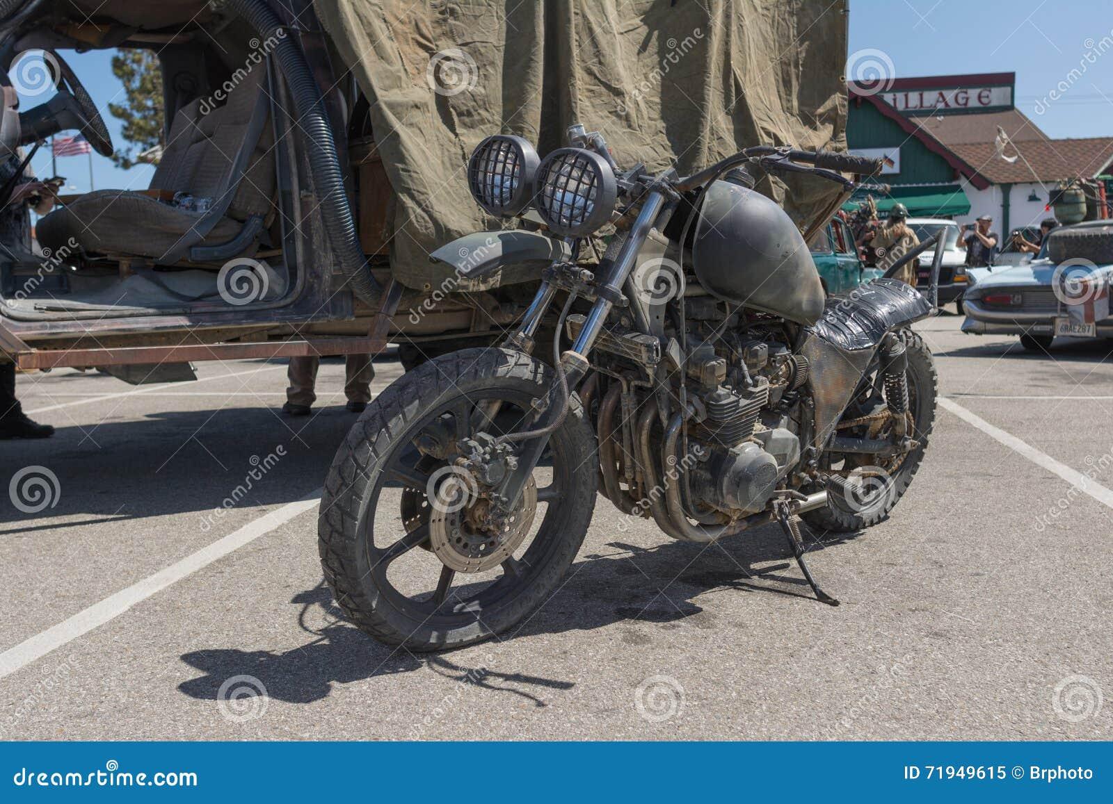 Пост-апоралипсический мотоцикл выживания