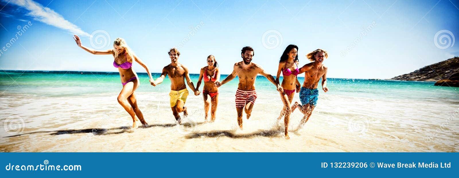 потеха друзей пляжа имея