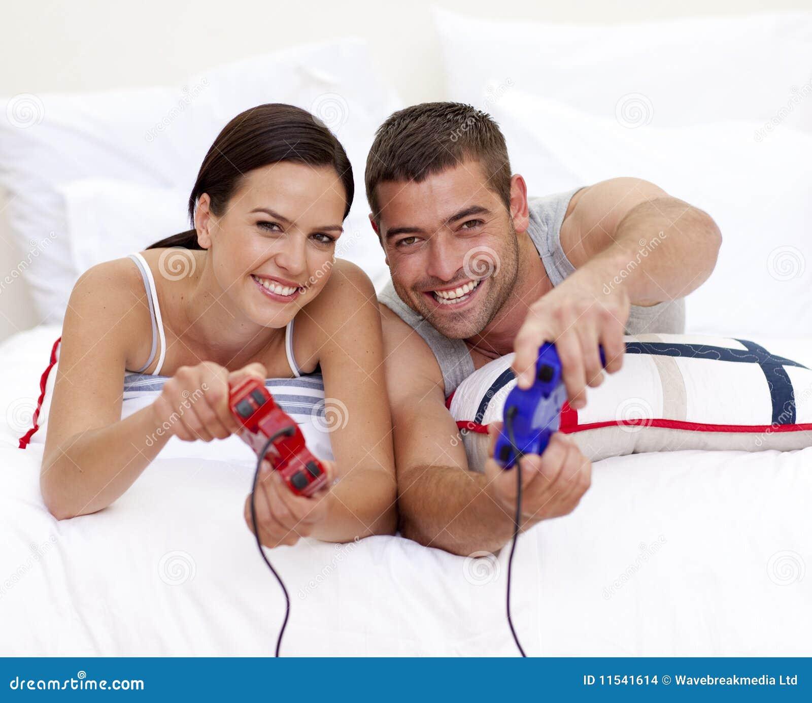 потеха пар кровати имея играть видеоигры
