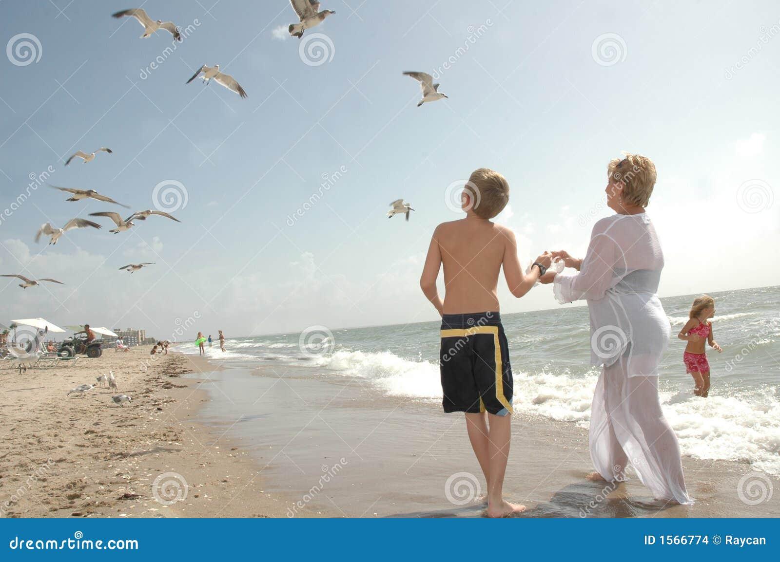 потеха семьи пляжа