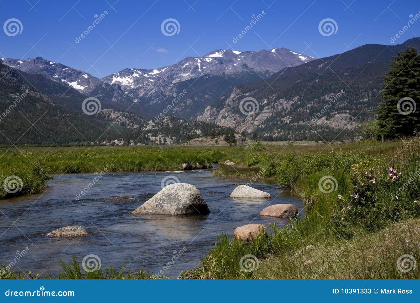 поток горы утесистый