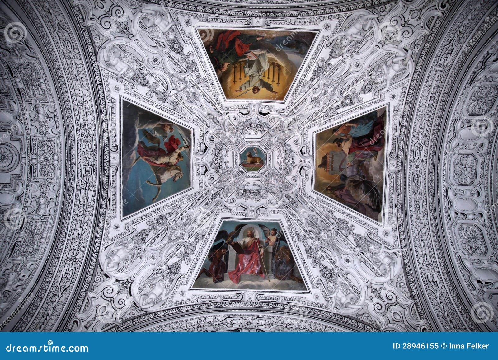 Потолок и купол в соборе Зальцбурга, Австрии