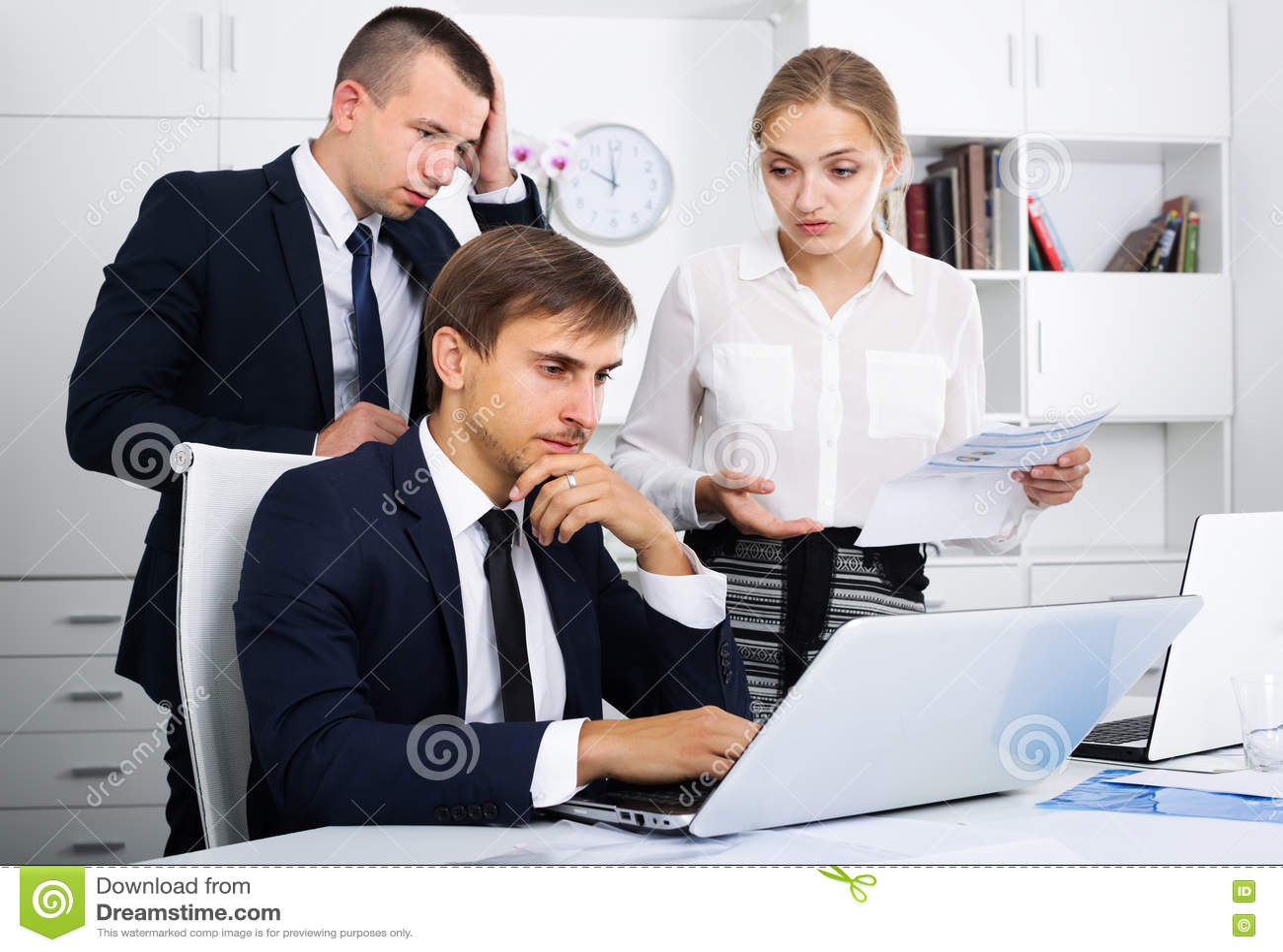 Отказ от секса в офисе