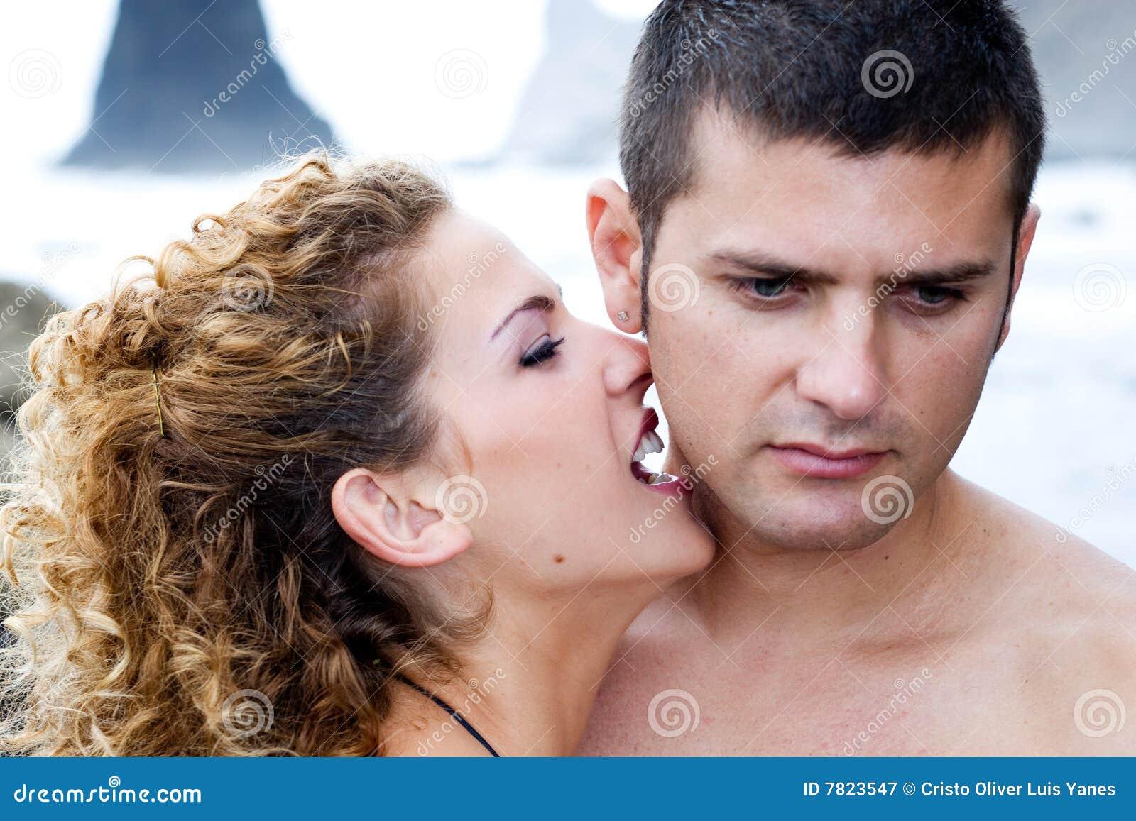 поцелуи девушки мальчика