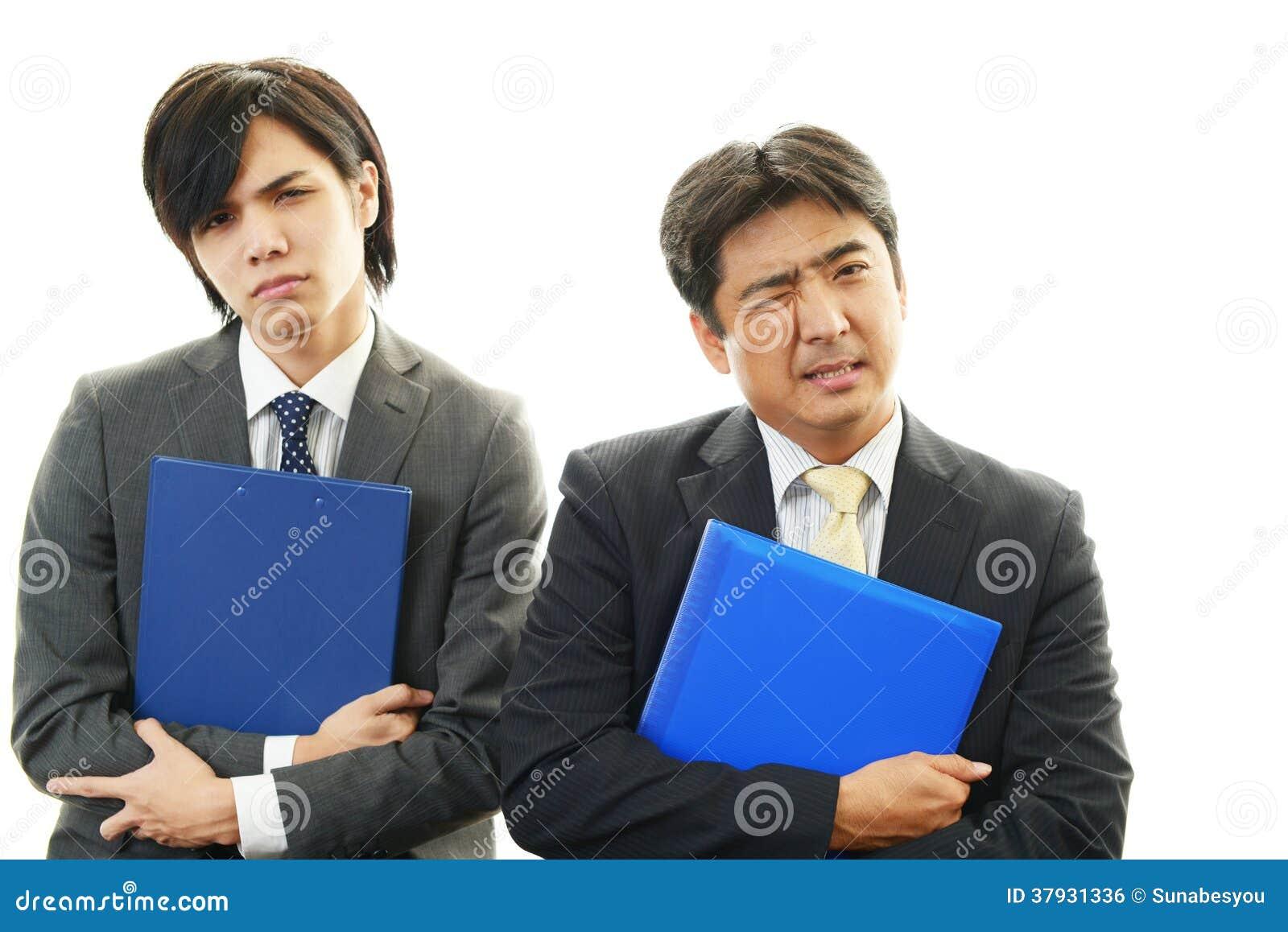 Подавленные азиатские бизнесмены