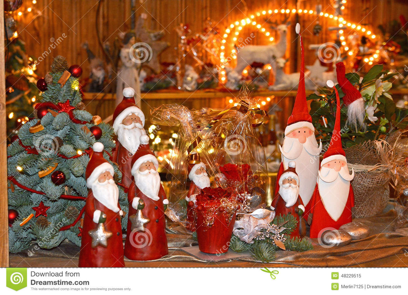 Подарки и игрушки на рождественской ярмарке
