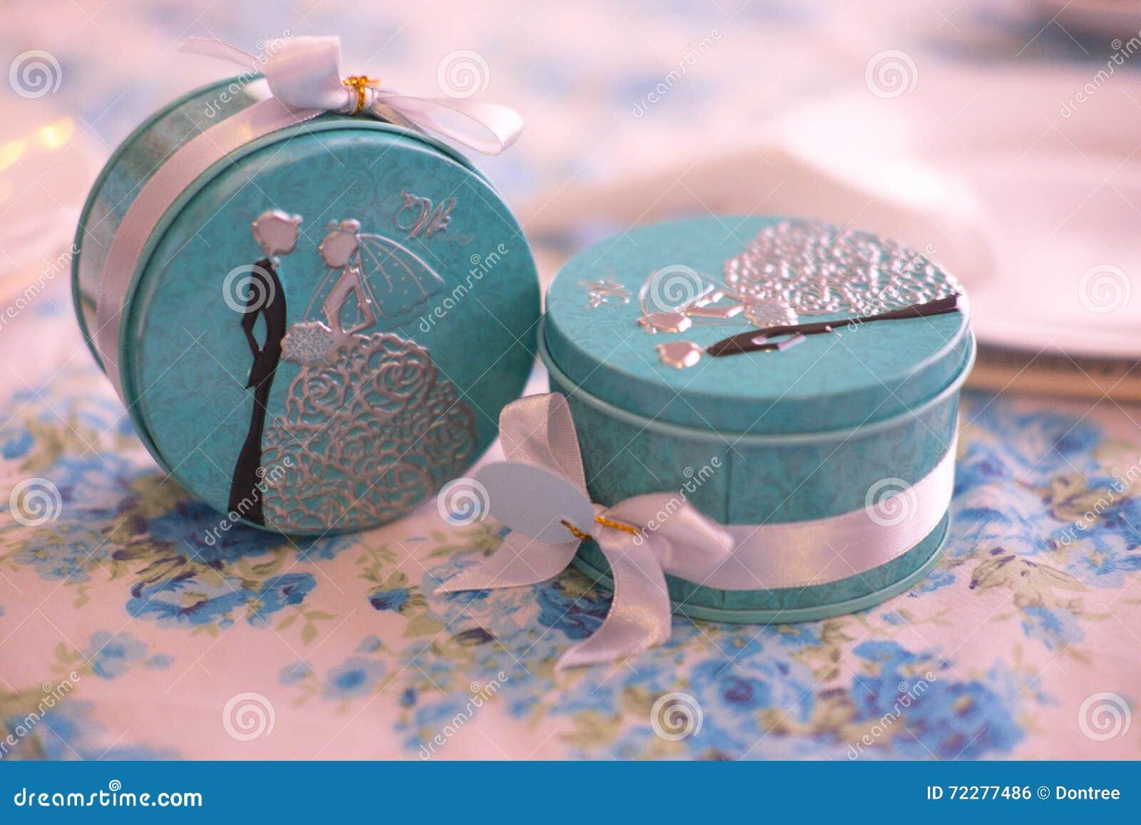 Download Подарок от свадебной церемонии Стоковое Фото - изображение насчитывающей утеха, banting: 72277486