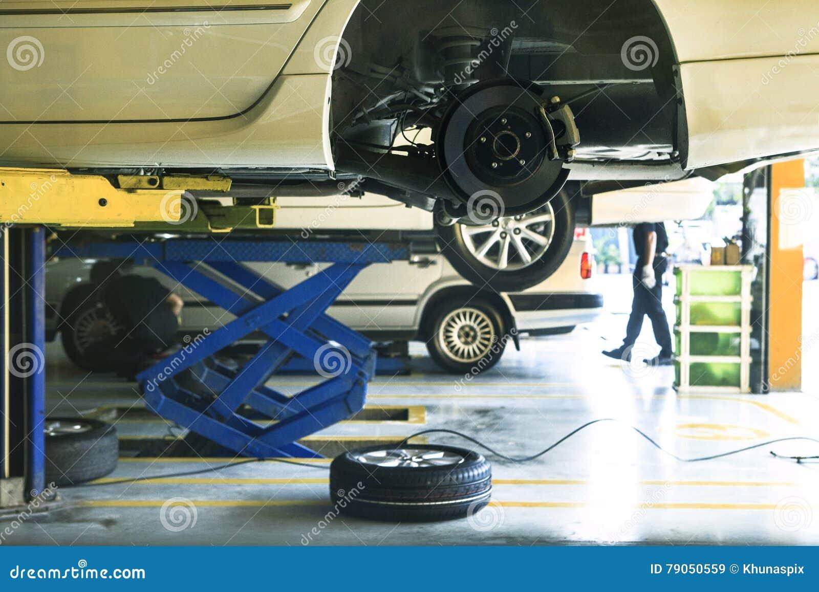 Подвес колеса автомобиля и обслуживание тормозной системы в автоматическом serv