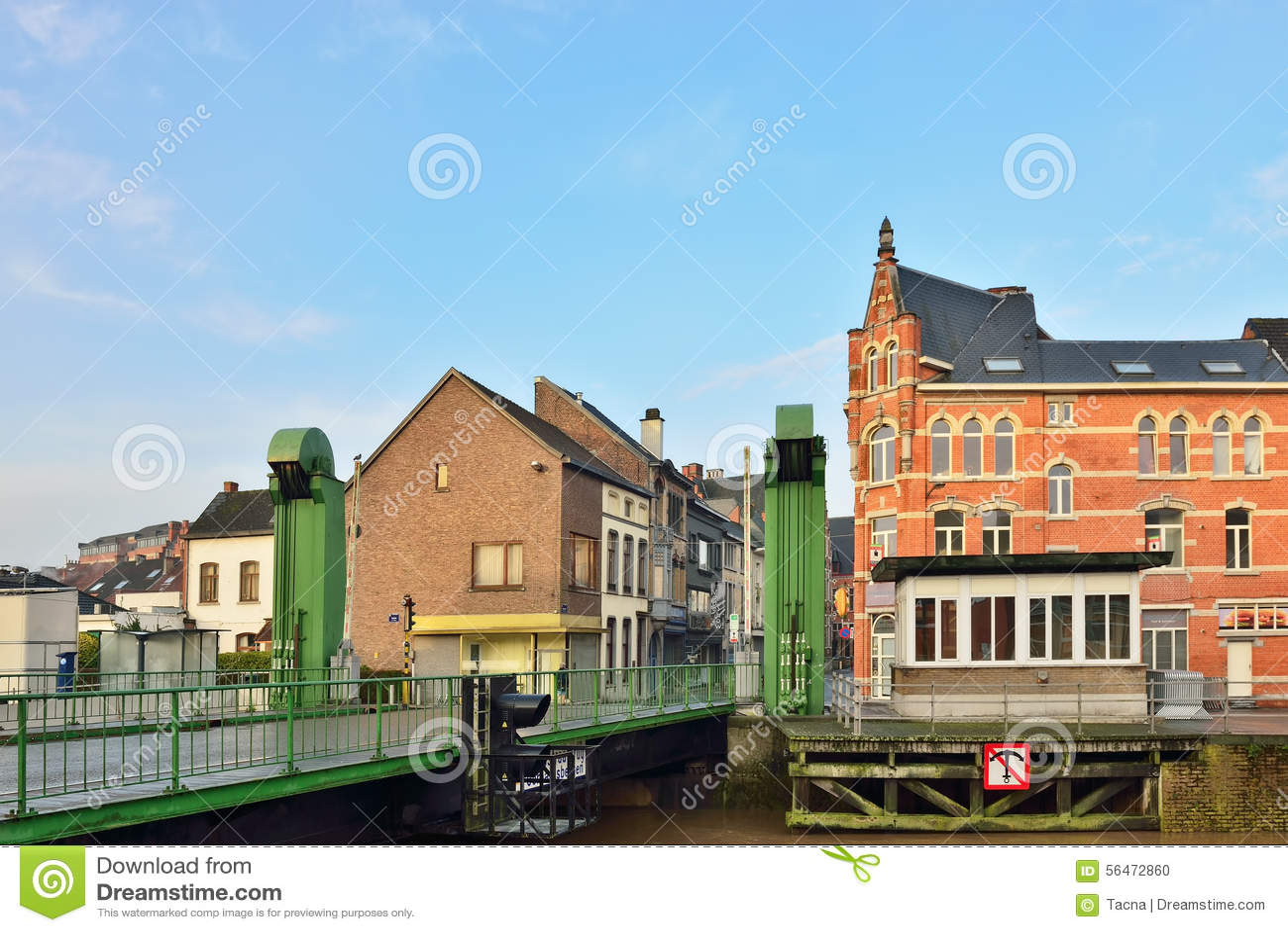 Подвижный мост в центре Geraardsbergen
