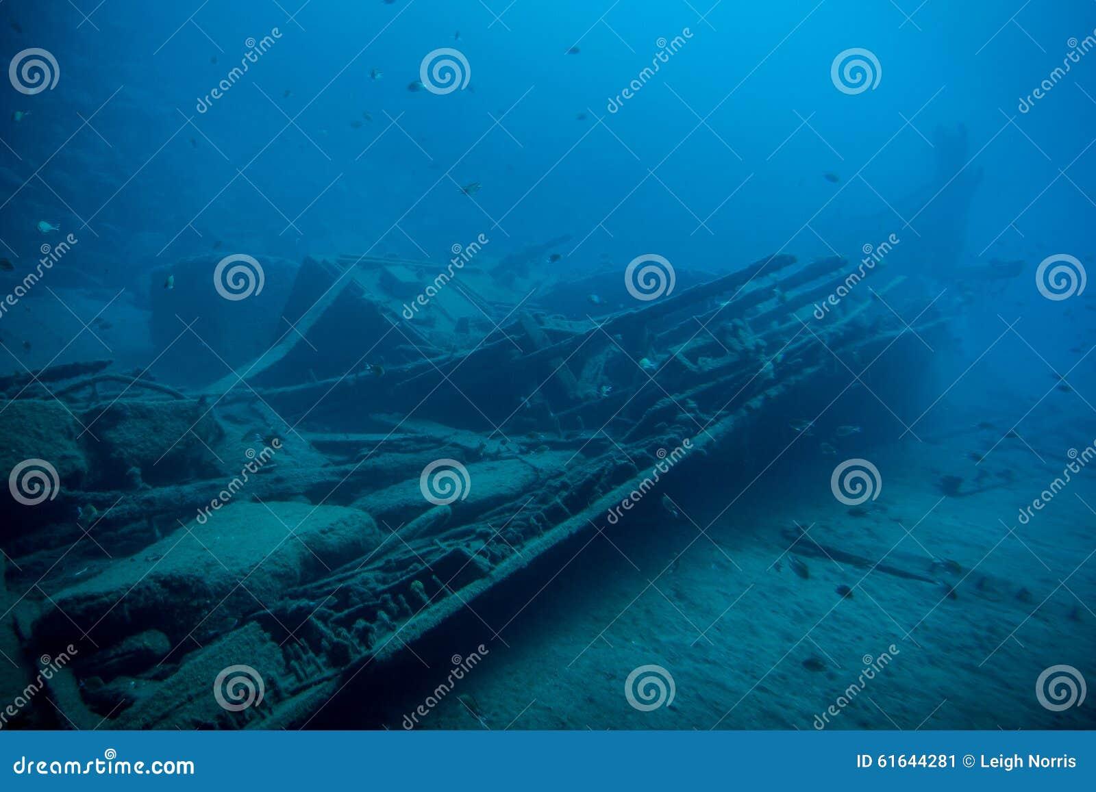подводная развалина