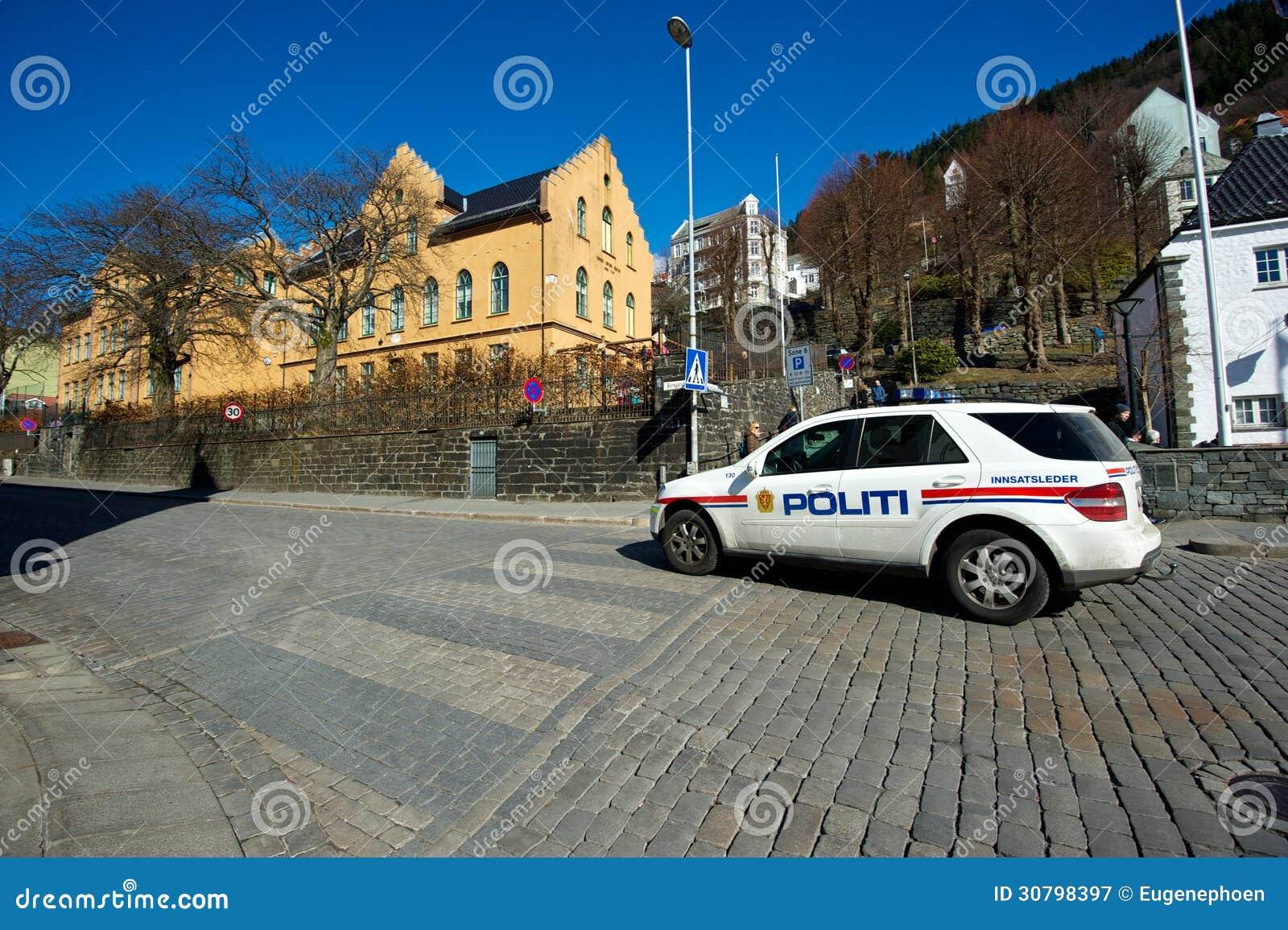 Полицейская машина на улице в Бергене
