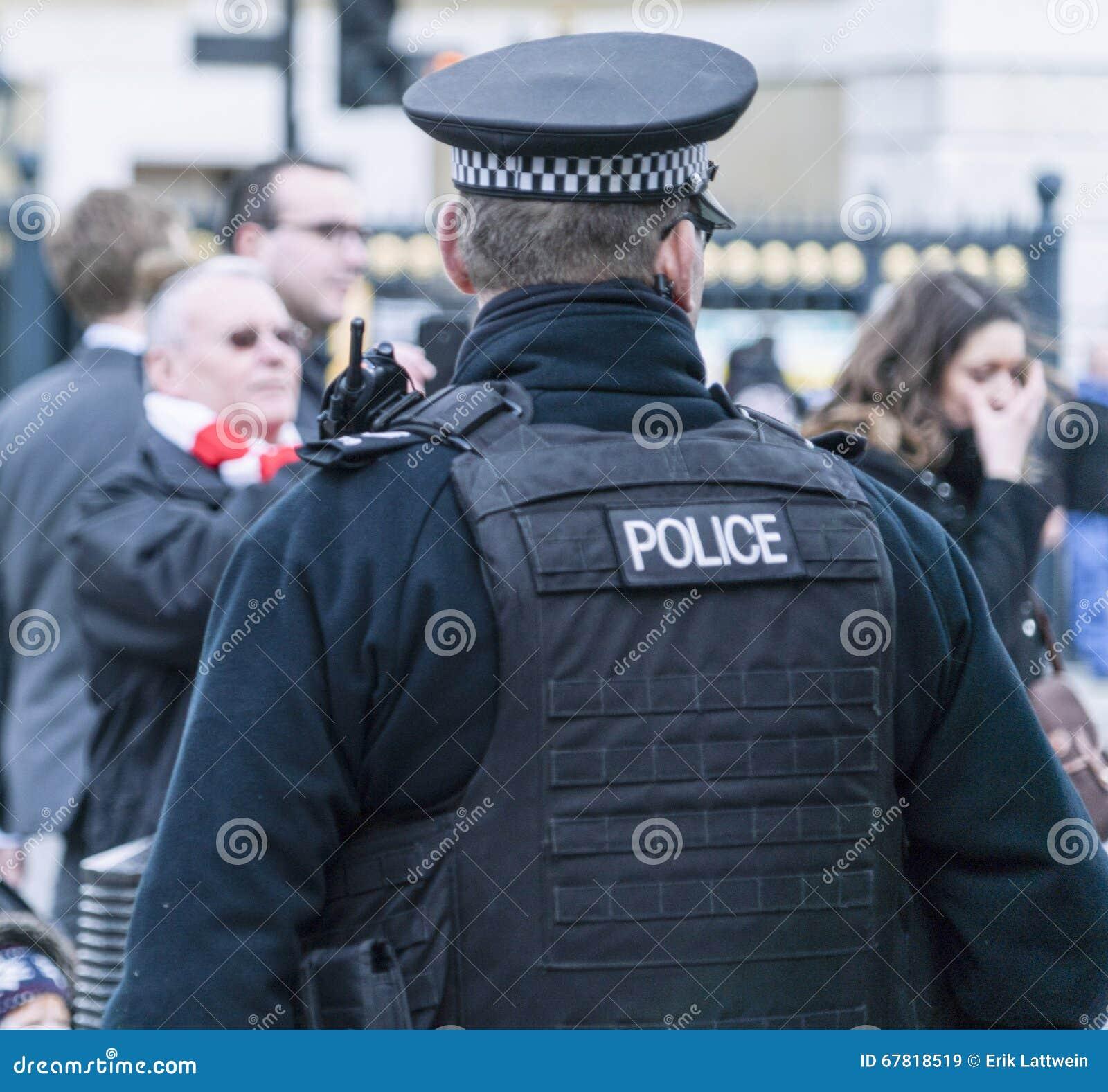 Полицейский на обязанности Лондоне Великобритании