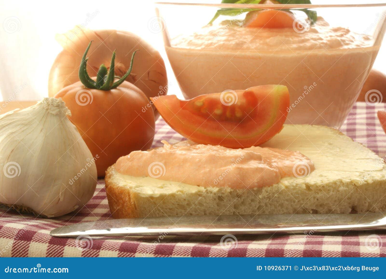 по мере того как лук коттеджа сыра распространил томат