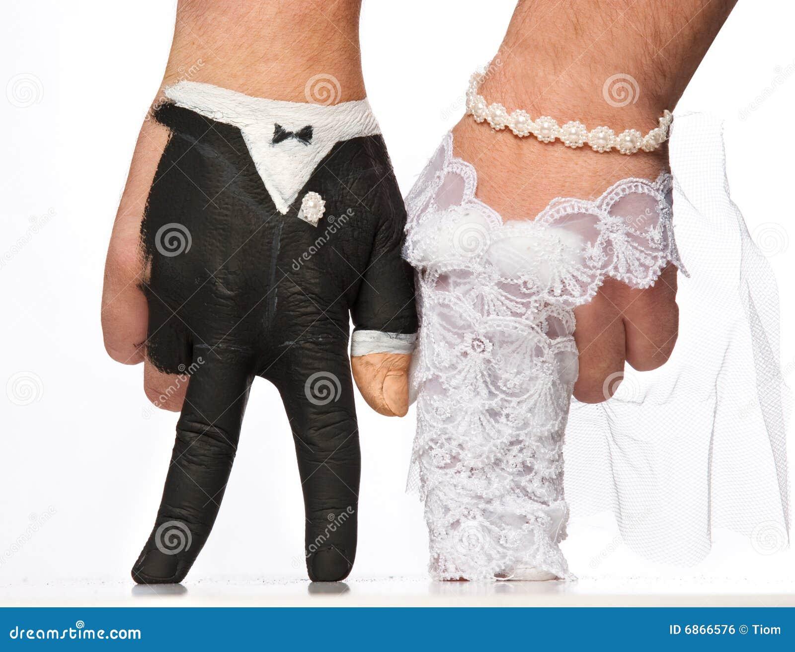 по мере того как руки невесты покрасили
