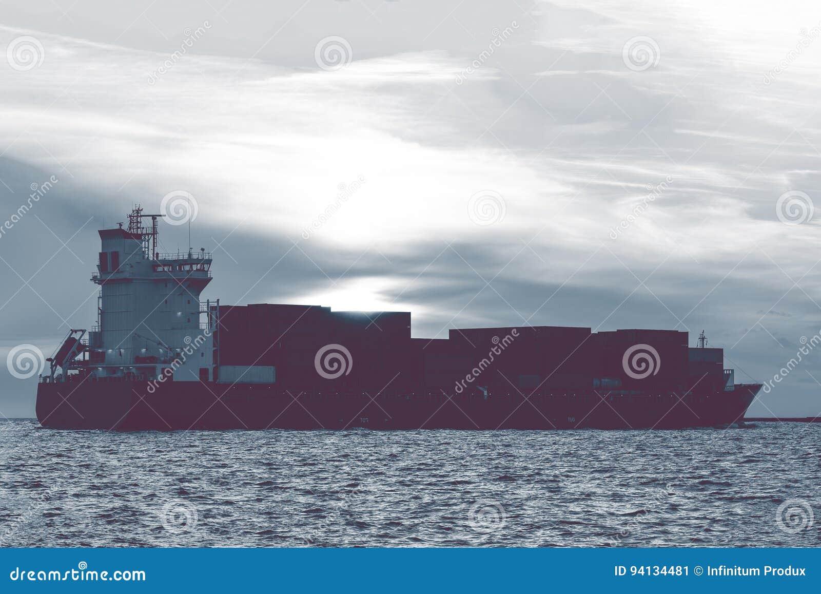 Полный контейнеровоз