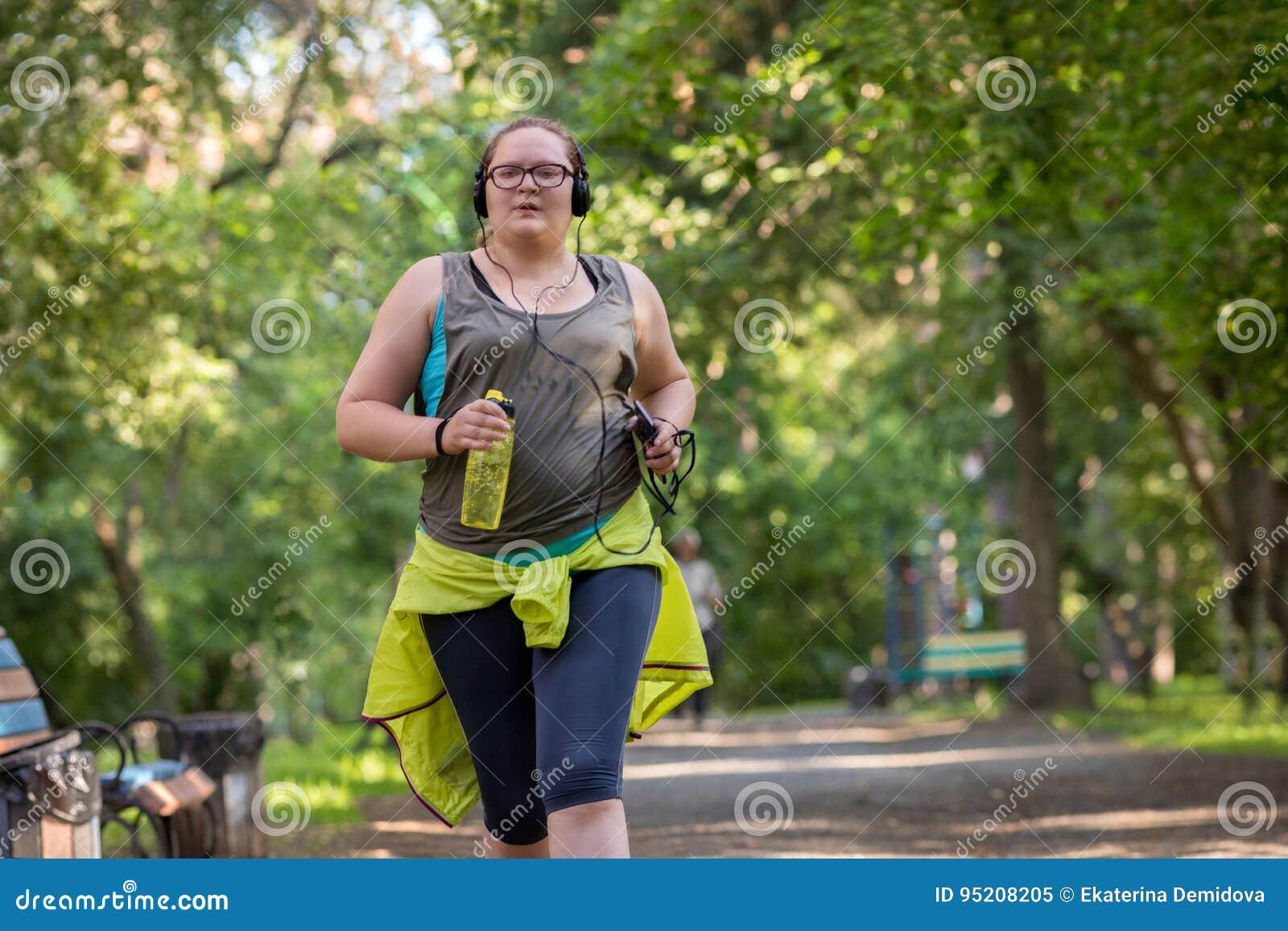 Полный ход женщины красивейшая потеря принципиальной схемы живота над женщиной веса белой
