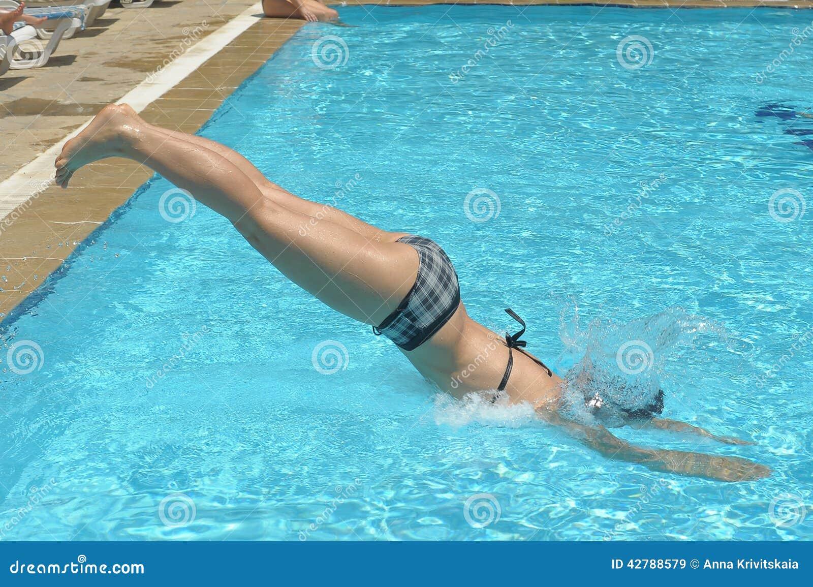 девушки фото бассейн