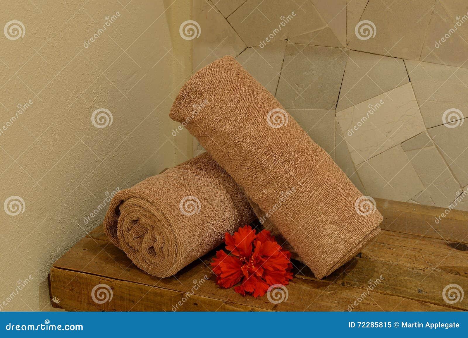 Download Полотенца руки в курорте здоровья Стоковое Изображение - изображение насчитывающей чистота, плюш: 72285815