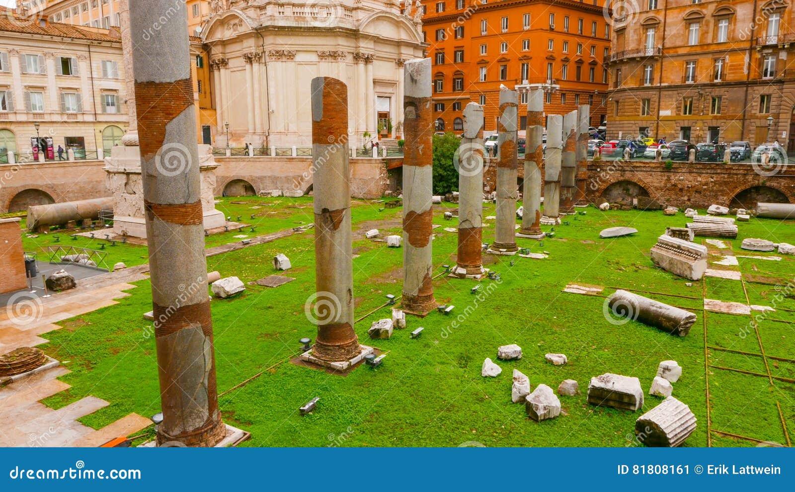 Под открытым небом музей - форум Trajan в Риме