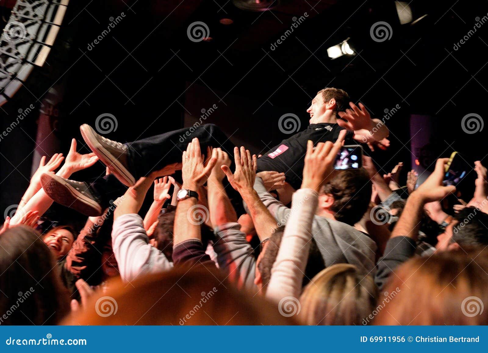 точностью, достаточной милую чешку толпа на столе саманта поступает кардинально