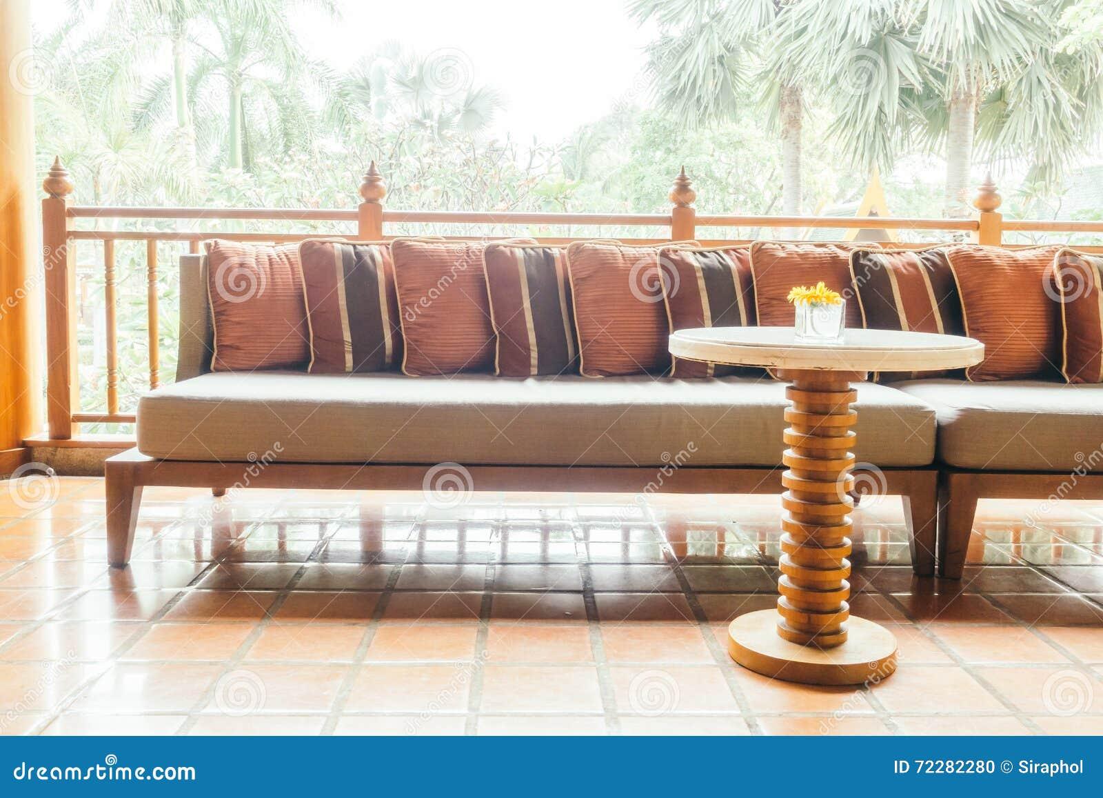 Download Подушка на софе стоковое фото. изображение насчитывающей дом - 72282280