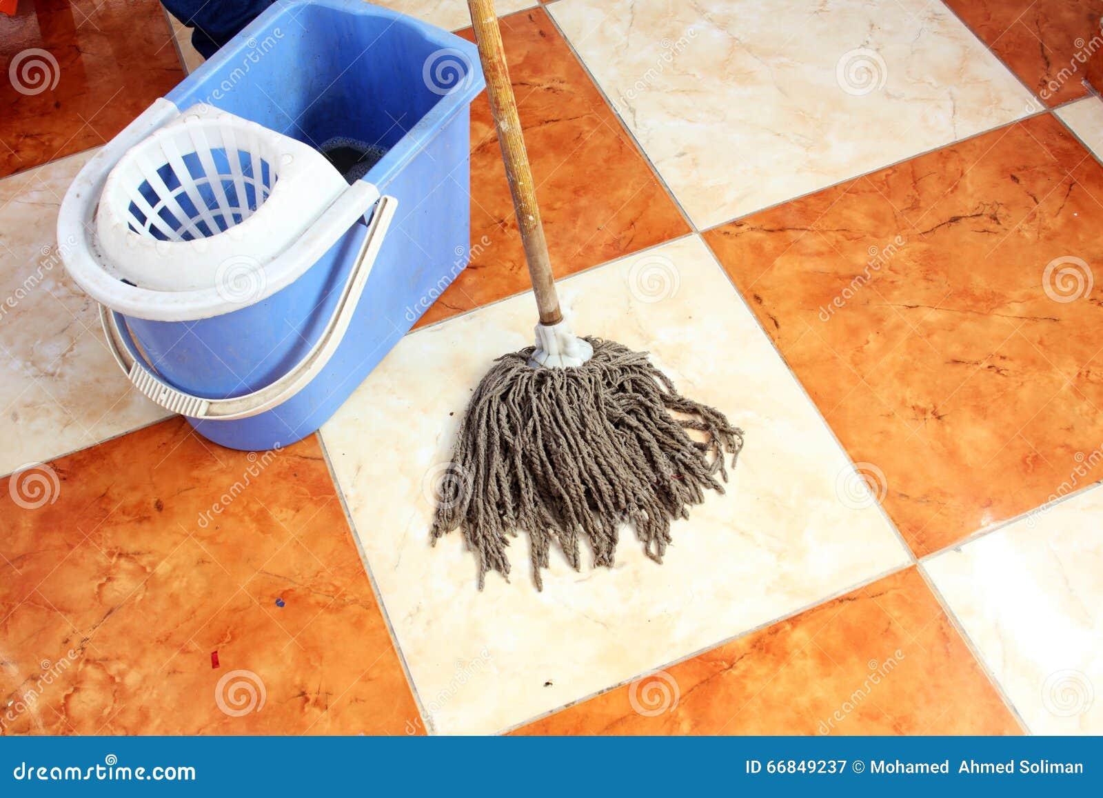 Пол чистки с mop