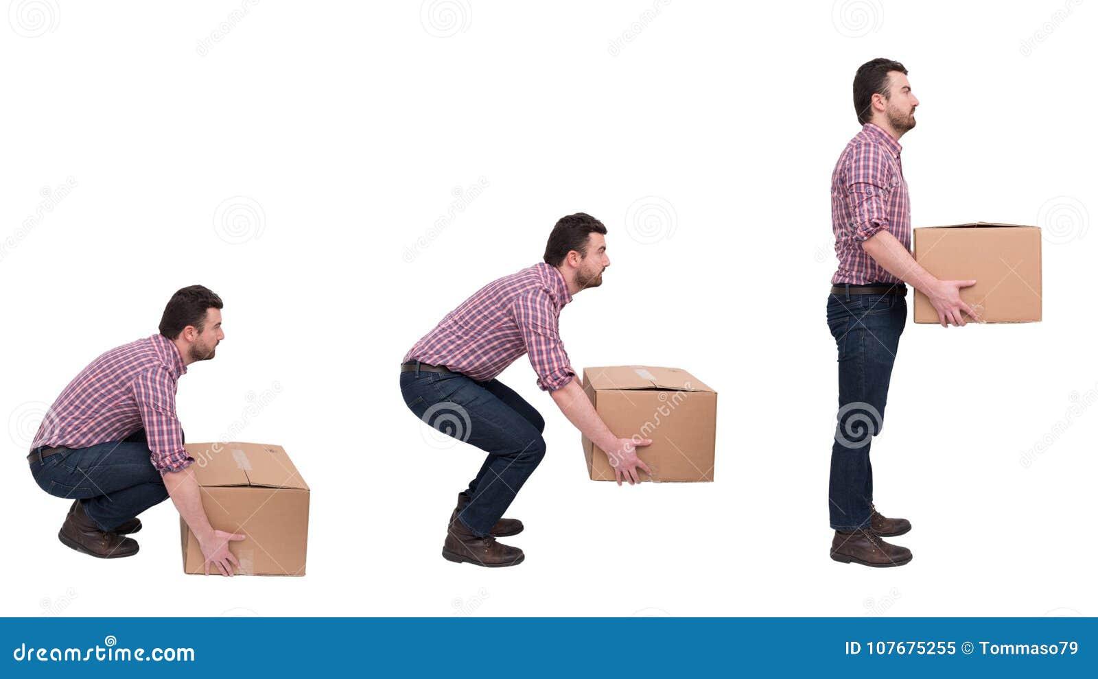 Правильные тяжеловесные коробки поднимаясь против backache