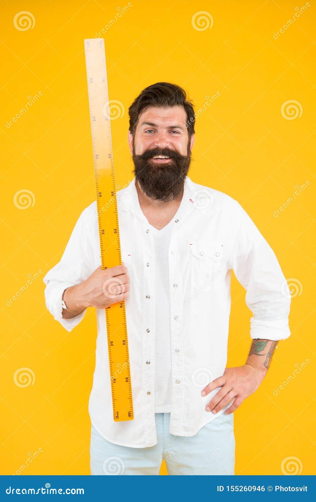 Правитель удерживания хипстера человека бородатый Длина измерения Определять размер высокорослое и длину Большой размер Измерение