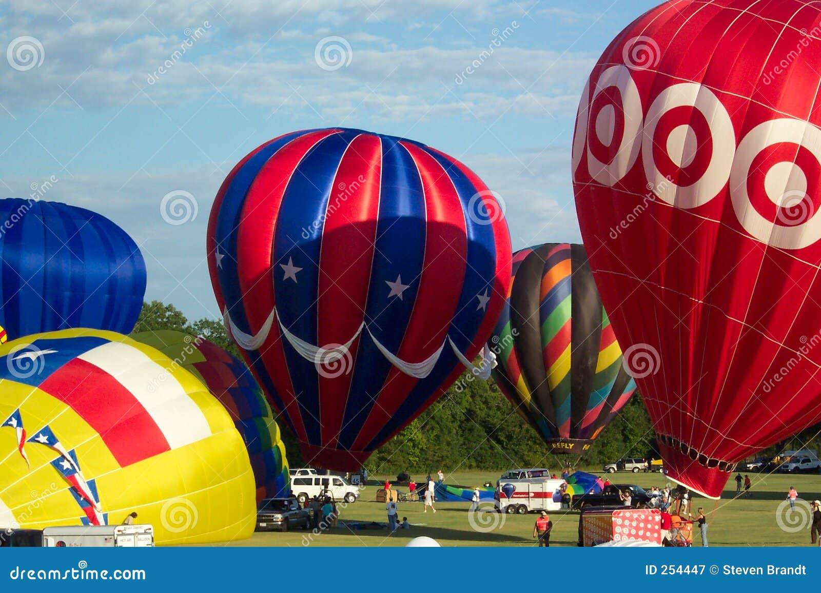 празднество 3376 воздушных шаров