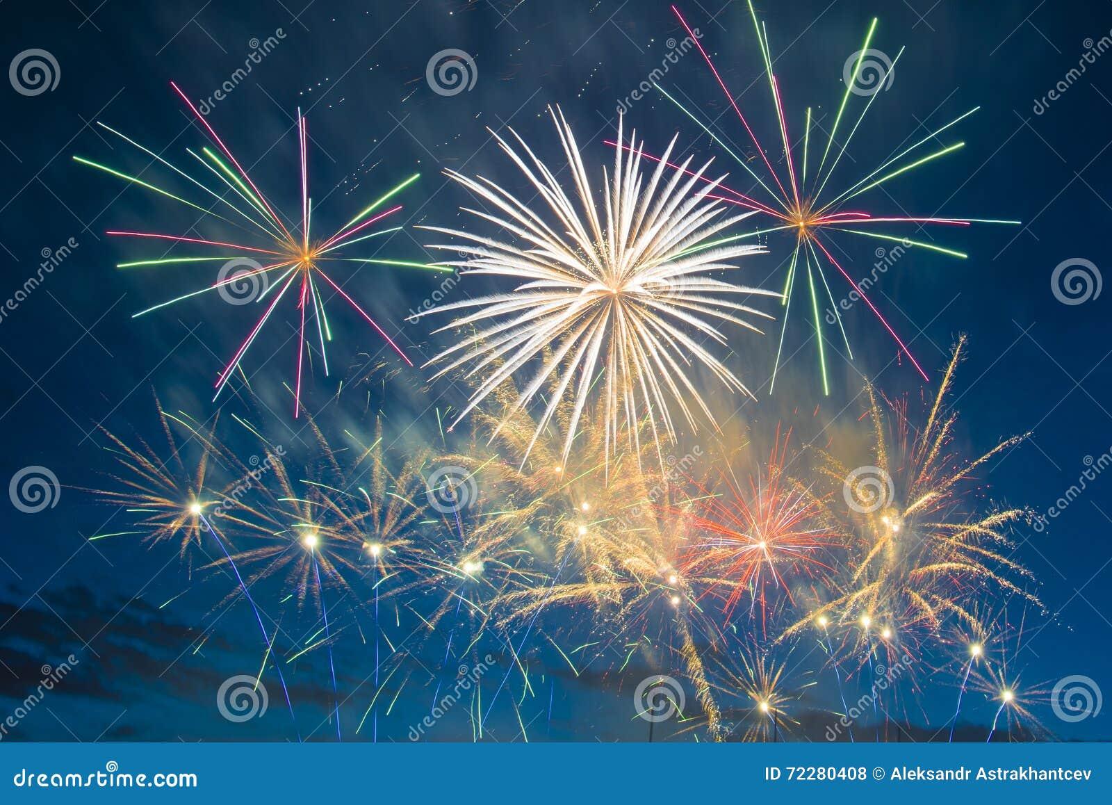 Download Праздничные феиэрверки Новый Год Стоковое Фото - изображение насчитывающей ново, влияния: 72280408