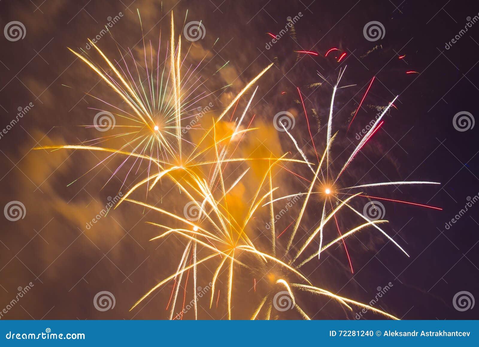 Download Праздничные феиэрверки Новый Год Стоковое Фото - изображение насчитывающей backhoe, день: 72281240