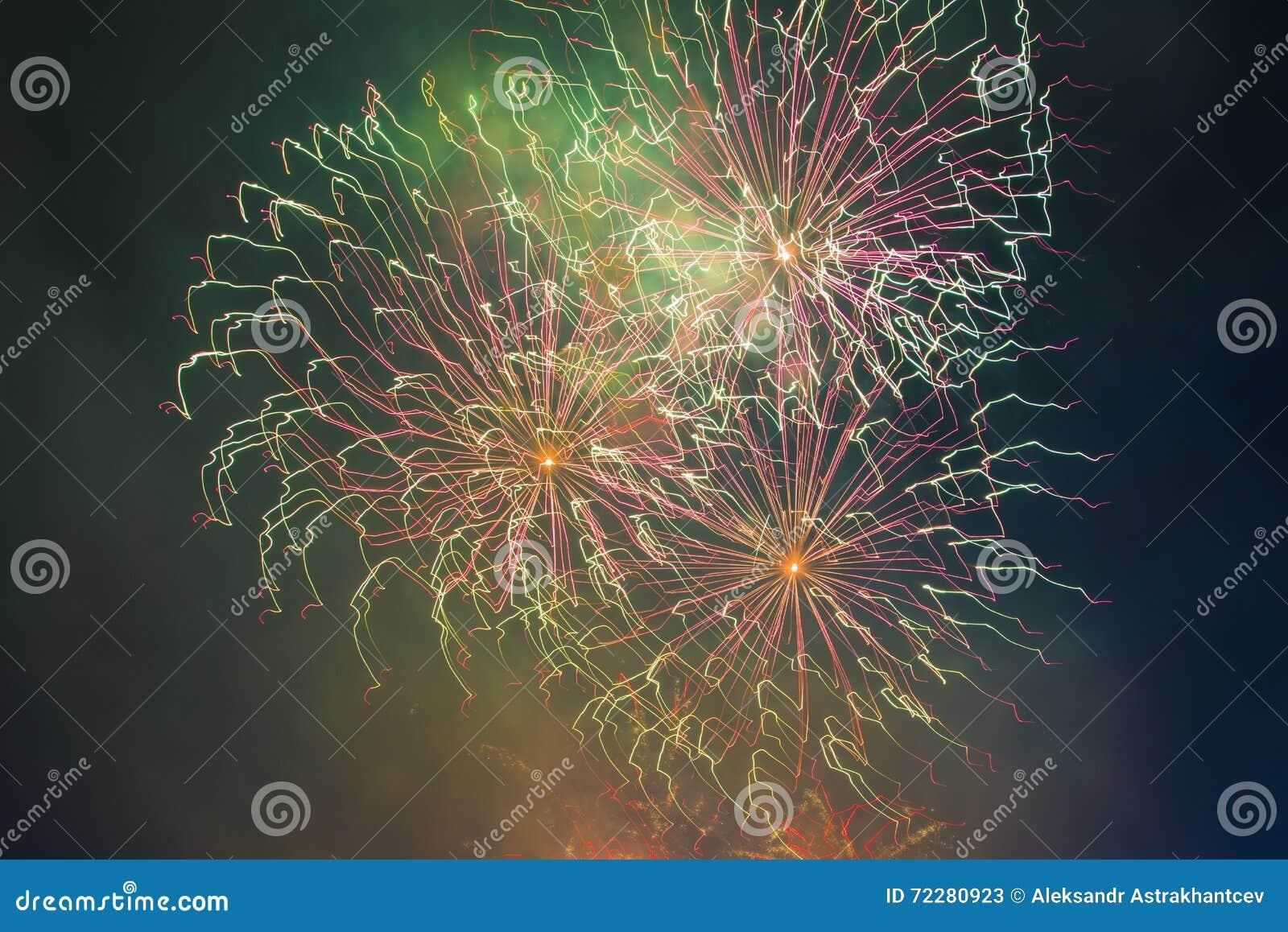 Download Праздничный салют в честь дня победы дальше может 9 Стоковое Изображение - изображение насчитывающей backhoe, счастливо: 72280923