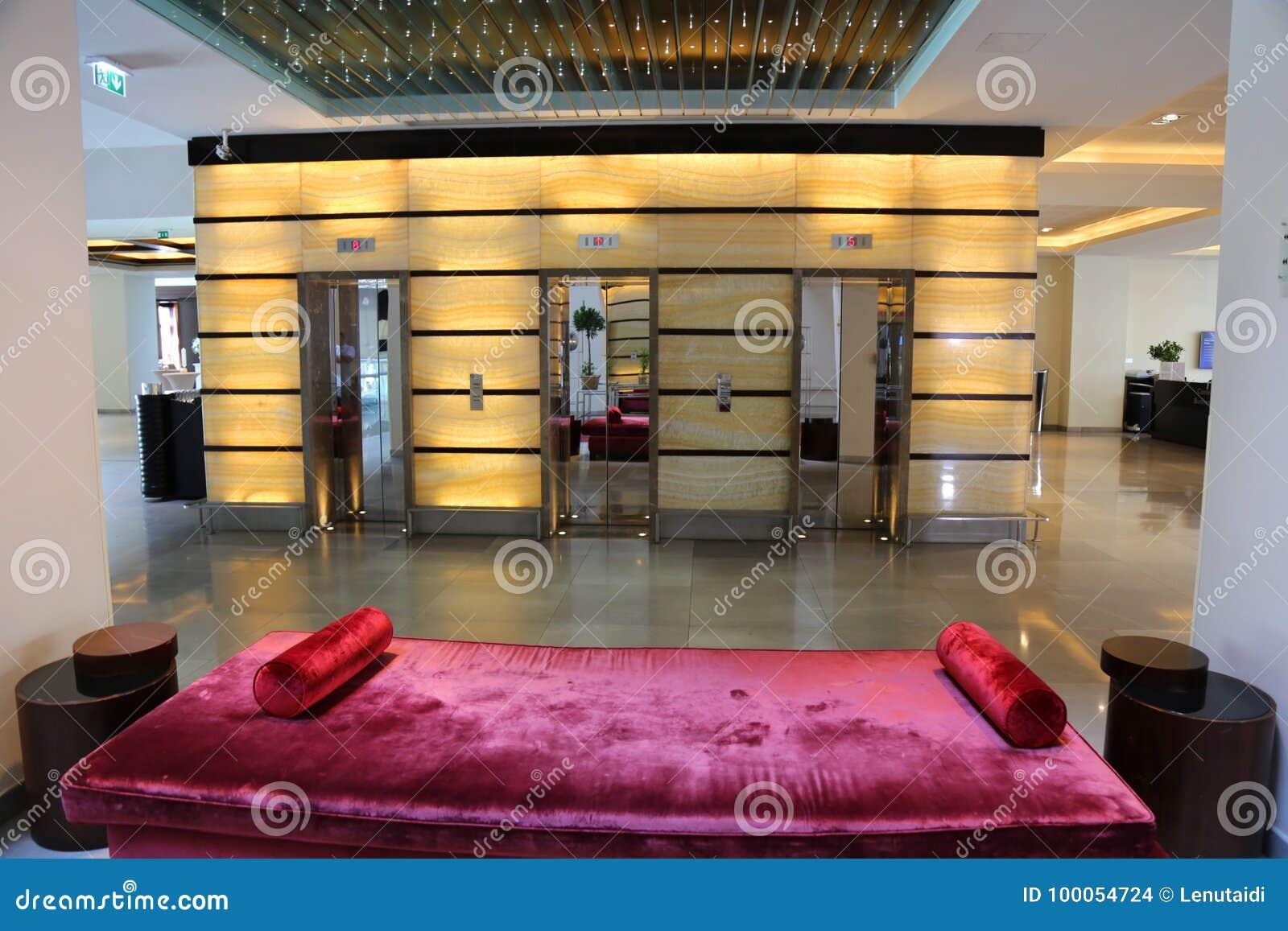 предводительствует whit таблицы соф лобби гостиницы