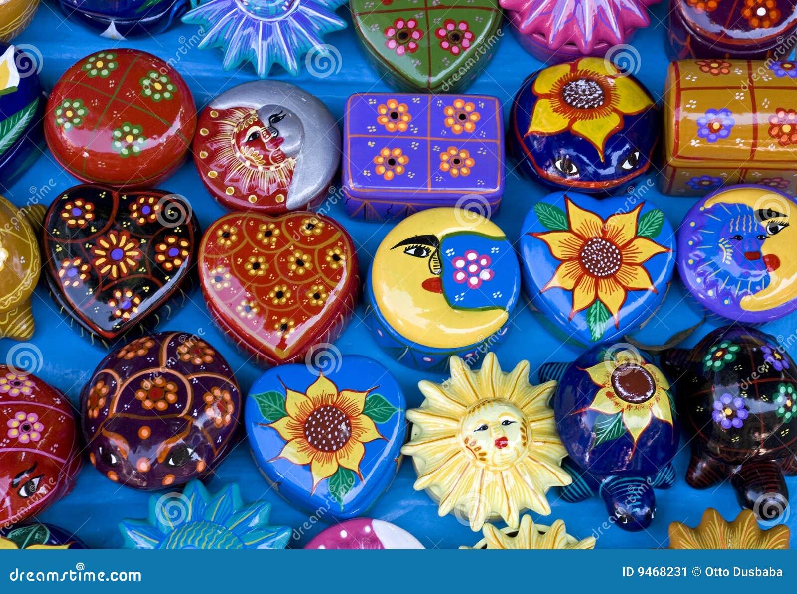 предметы глины ассортимента цветастые мексиканские