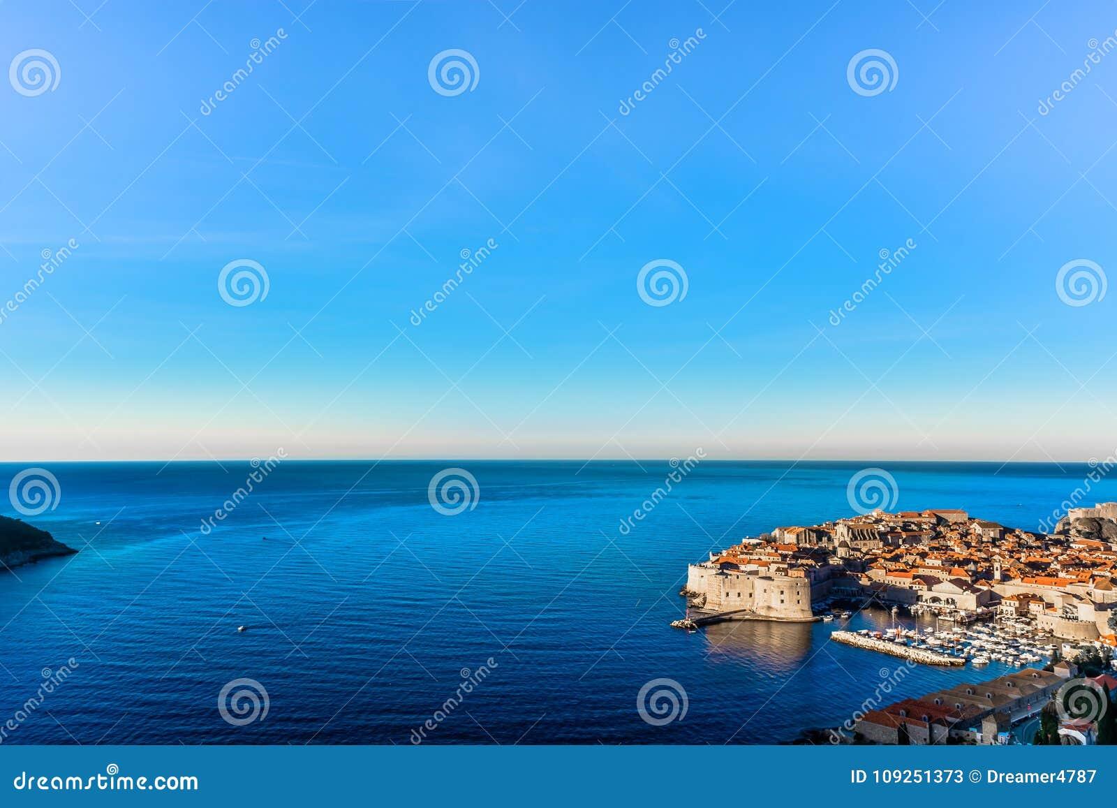 Предпосылка Дубровника riviera в Хорватии, среднеземноморской