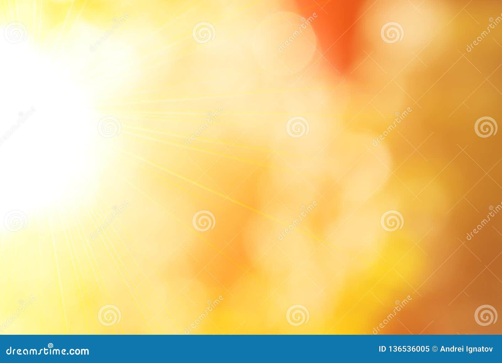 Предпосылка лета природы солнечная абстрактная с солнцем и bokeh Осенняя естественная предпосылка запачкать с лучами солнца