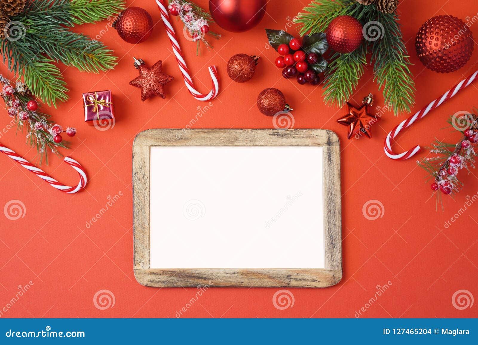 Предпосылка праздника рождества с рамкой, украшениями и o фото