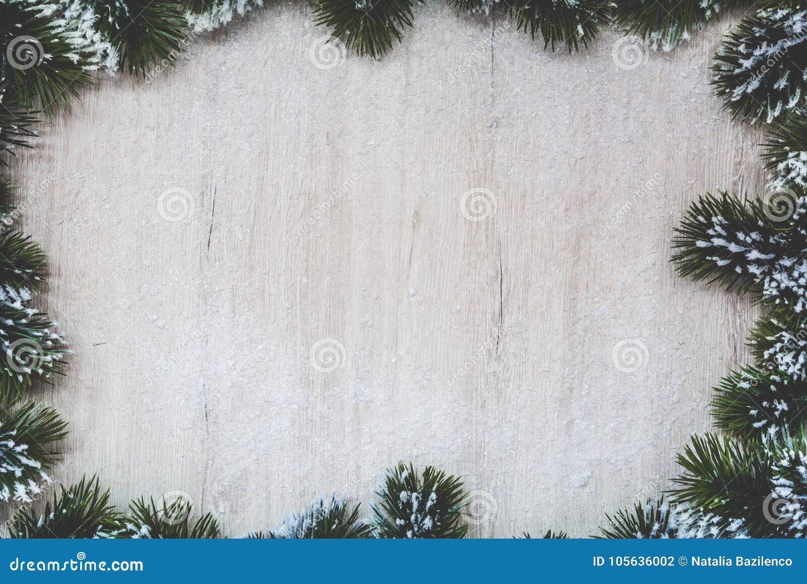 Предпосылка рождества с елью снега Взгляд сверху с космосом для ваших приветствий