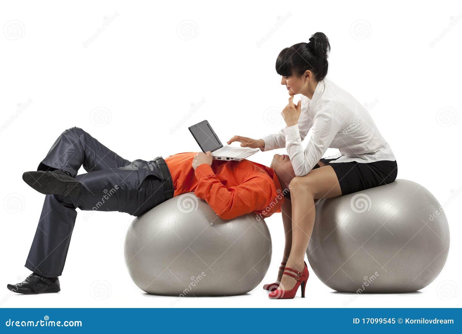 предприниматели делая тренировку