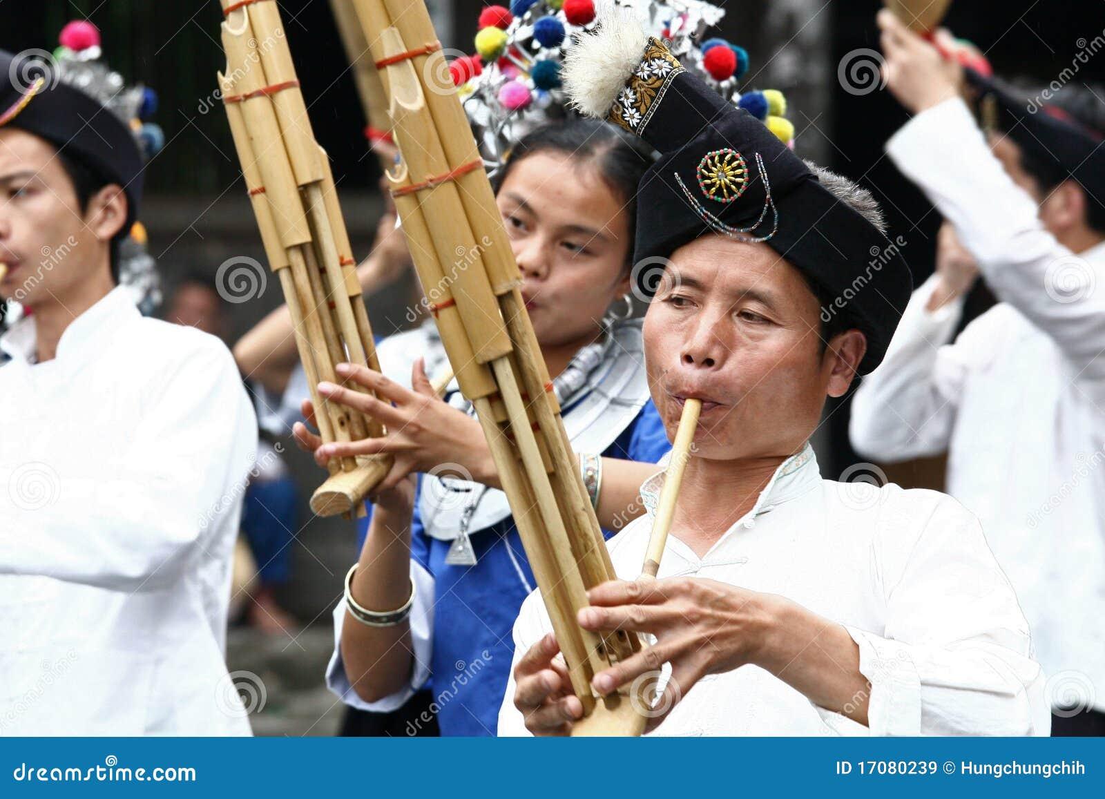 Представление людей этнического меньшинства Dong