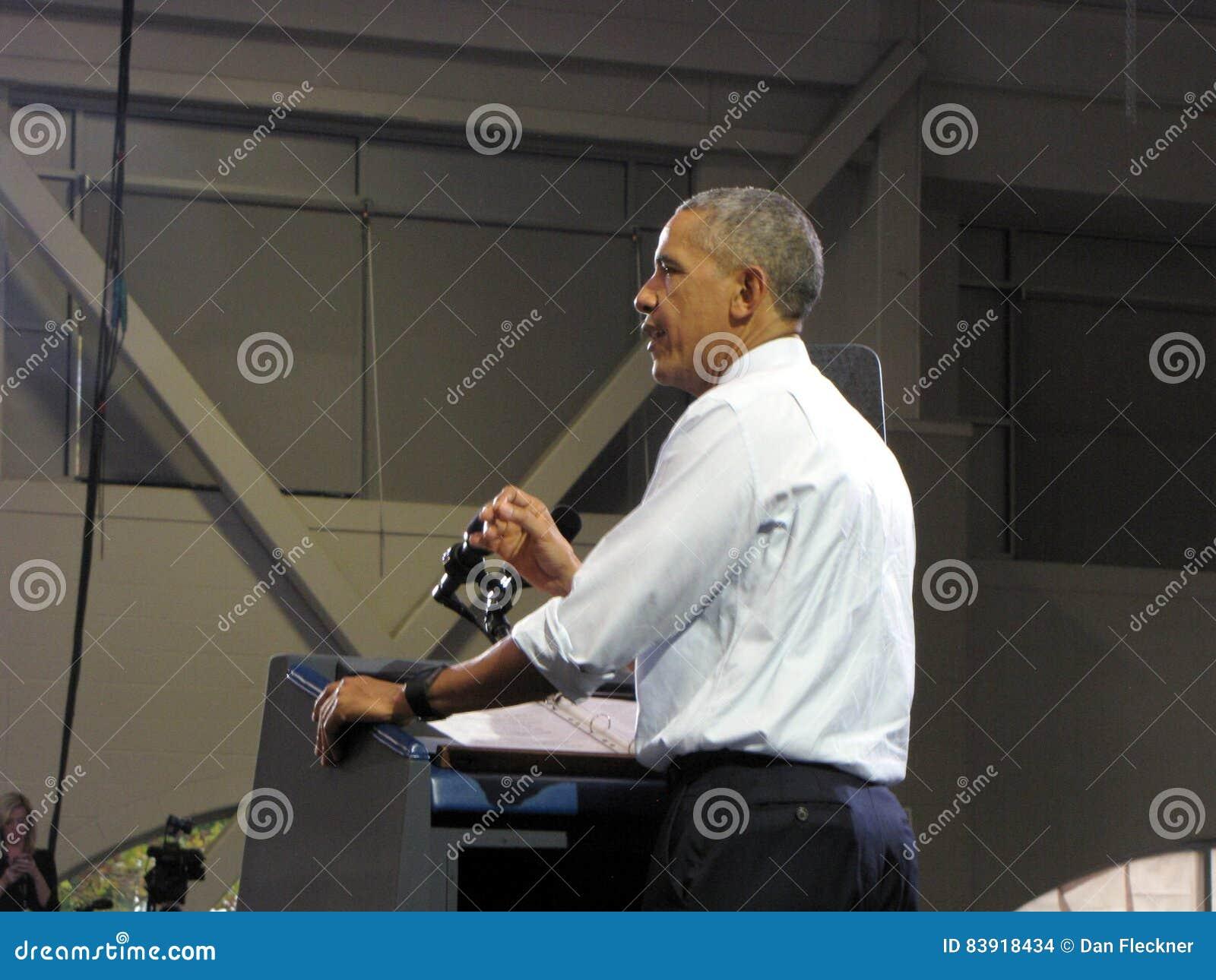 Президент Обама дает речь