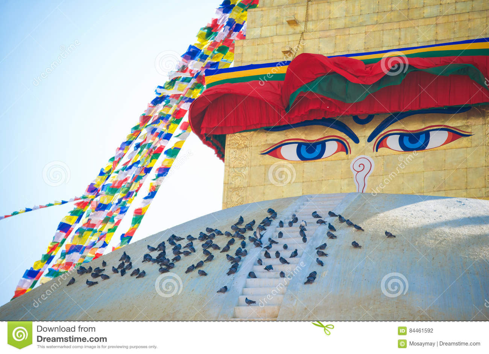 Премудрость наблюдает на ориентир ориентире stupa Boudhanath Непала