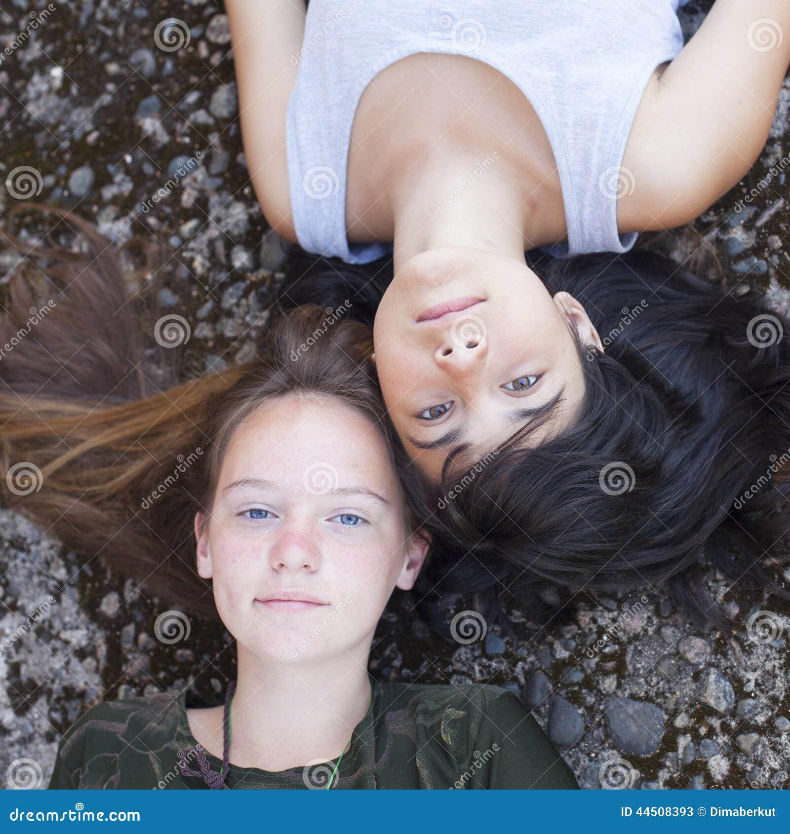 Две девки сверху, порно фото минета из социальных и файлообменных сетей