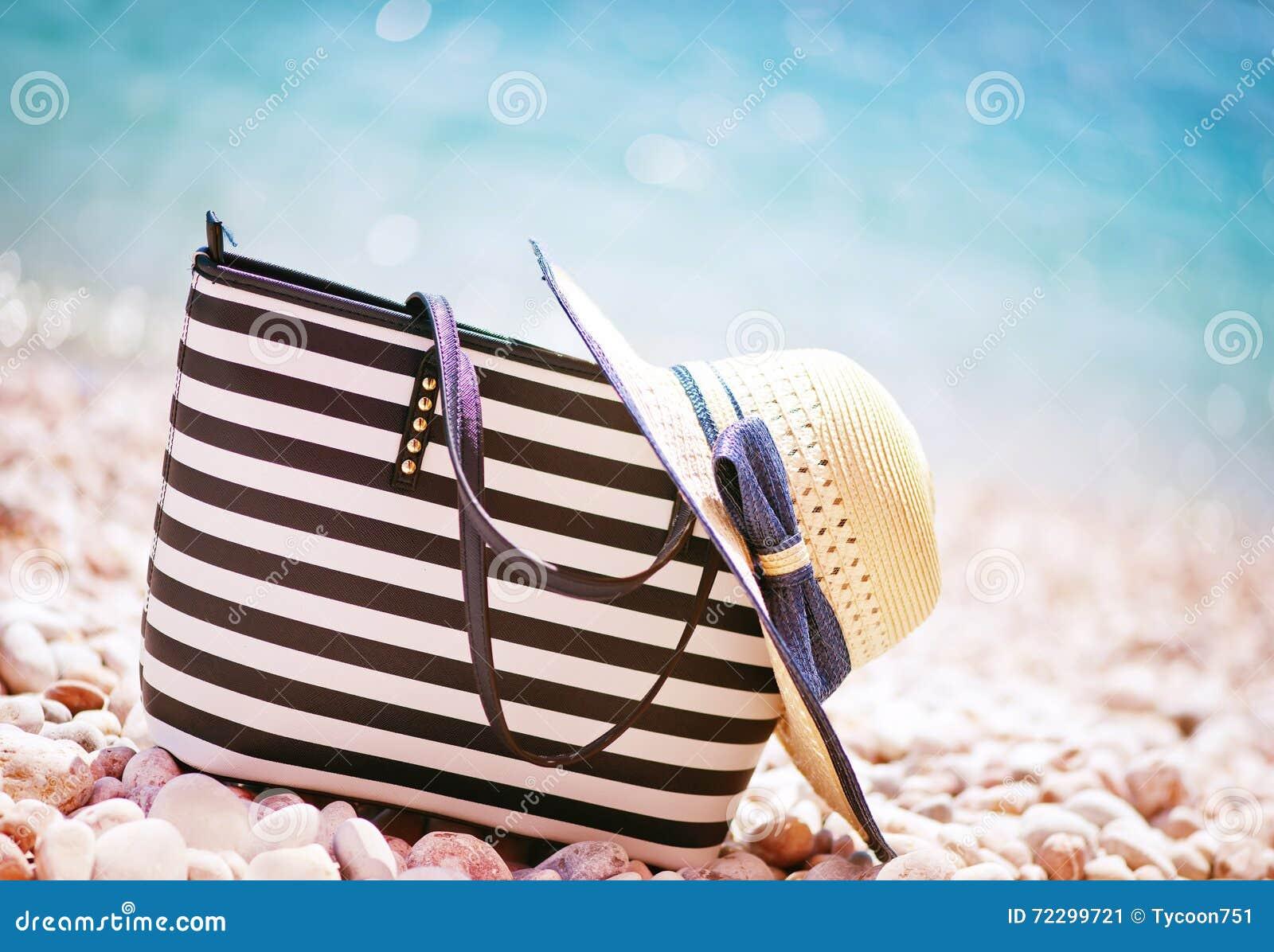 Download Предпосылка лета стоковое изображение. изображение насчитывающей романтично - 72299721