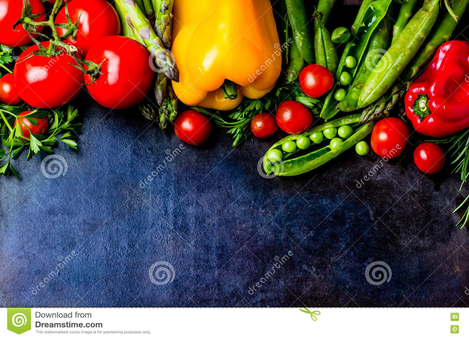 Предпосылка еды с свежими органическими овощами Взгляд сверху