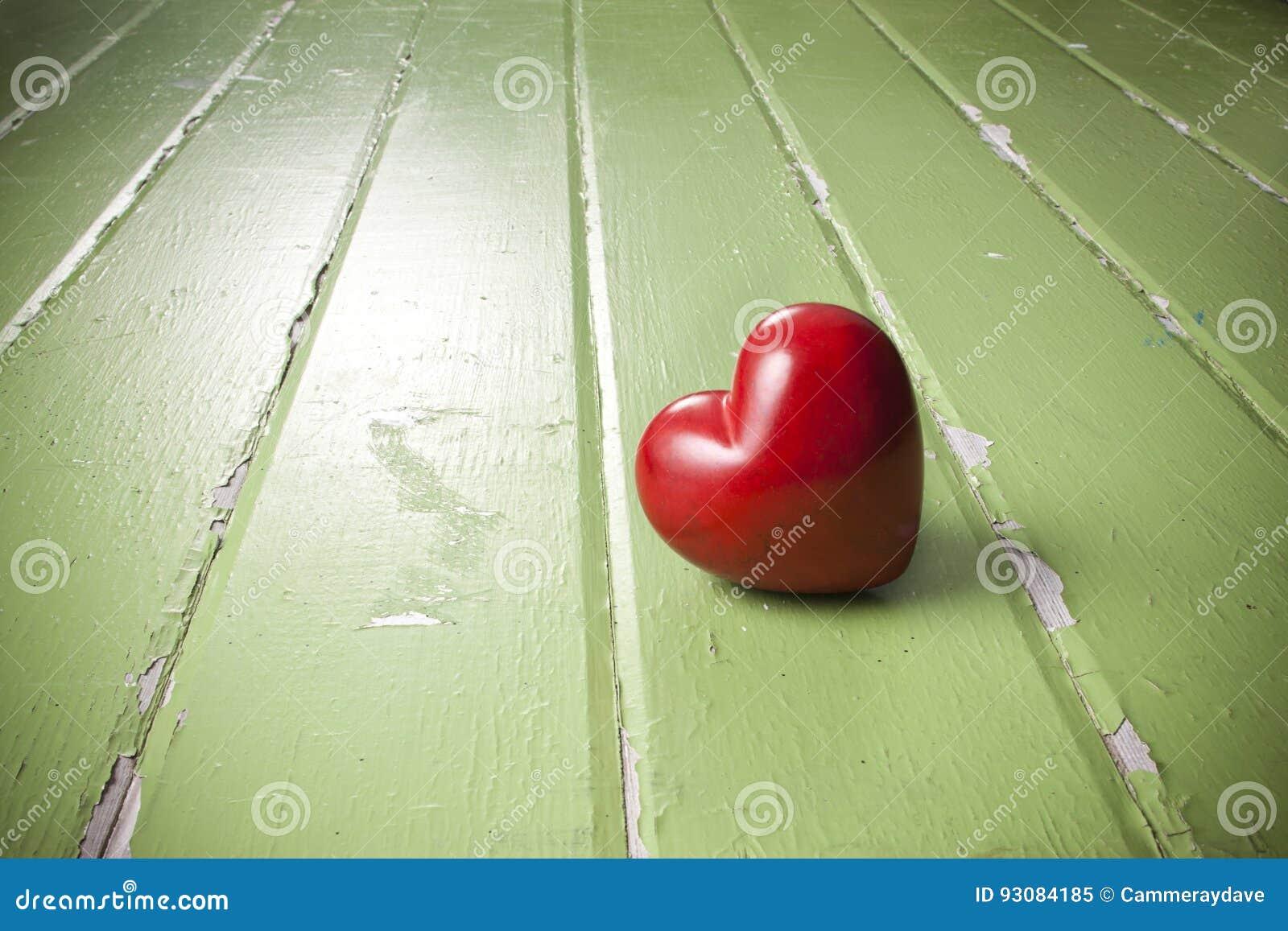 Предпосылка зеленого цвета влюбленности сердца