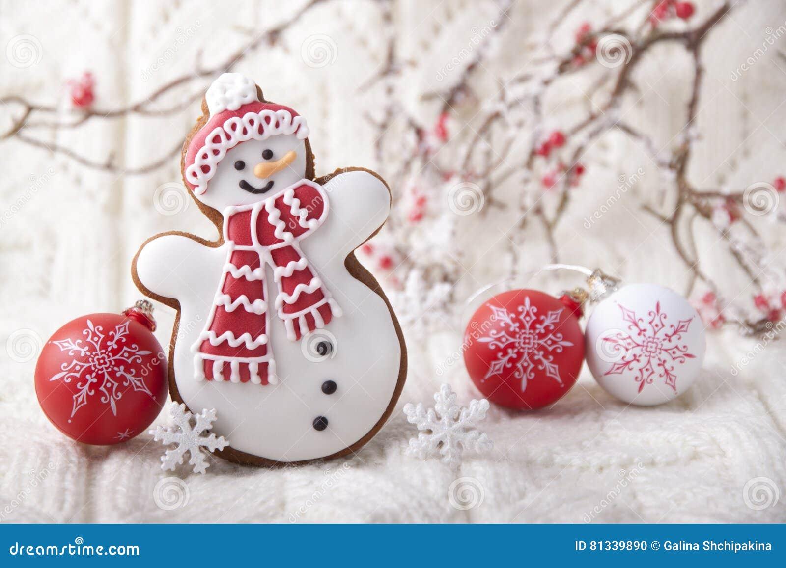 Предпосылка рождества с пряником в форме снеговик