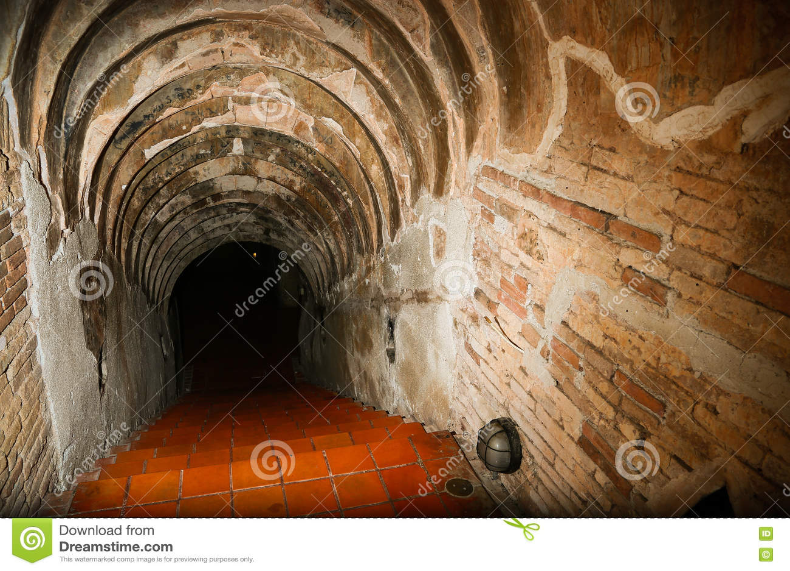 Download Предпосылка тоннеля и концепция дела тоннель с старым кирпичом конец тоннеля и дела концепции успешно тоннель тайны Стоковое Изображение - изображение насчитывающей railway, наведенное: 72284853