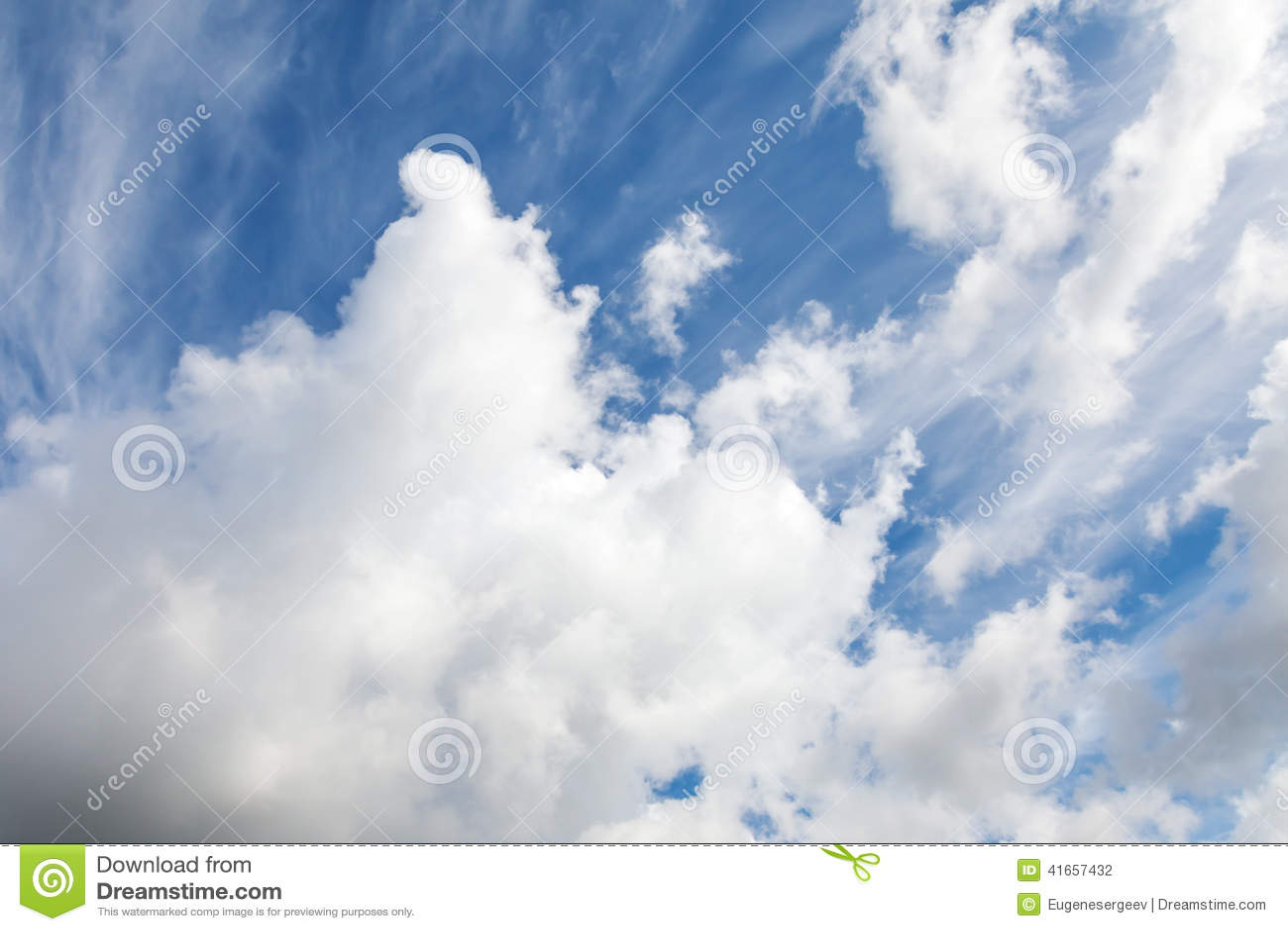 Предпосылка фото неба с белыми облаками