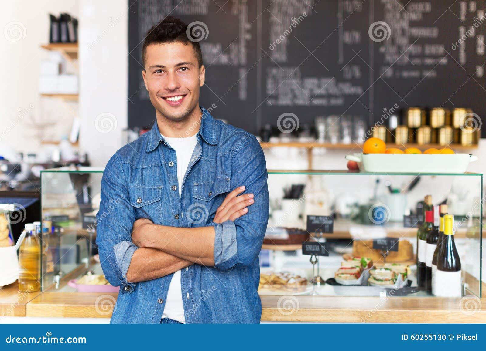Предприниматель мелкого бизнеса в кафе